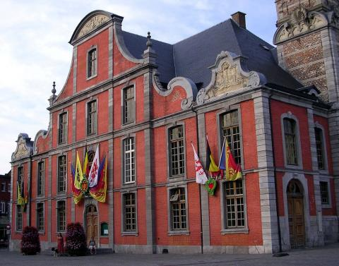 Foto gemeentehuis sint-truiden