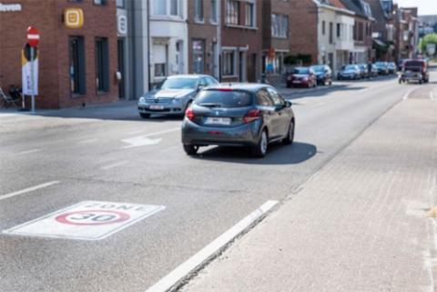 Zone 30 geschilderd op toegangsweg Sint-Truiden