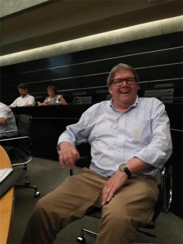 Ludwig Vandenhoven tijdens zijn laatste deelname aan de Verenigde Commissie van de Limburgse provincieraad.
