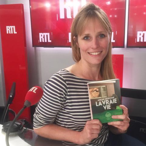 Adeline Dieudonné toont boek 'Het Echte Leven'