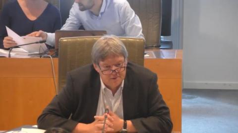 Ludwig stelt zijn eerste vraag in het Vlaams Parlement