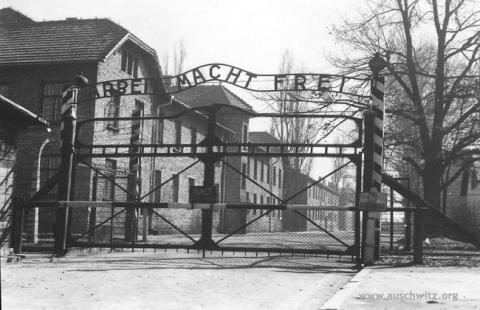 Poort van Auschwitz - www.auschwitz.org