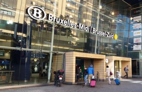 Ingang Zuidstation aan Hortaplein