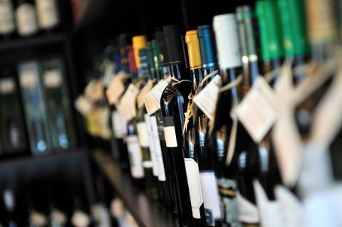 Wijnflessen op een rij