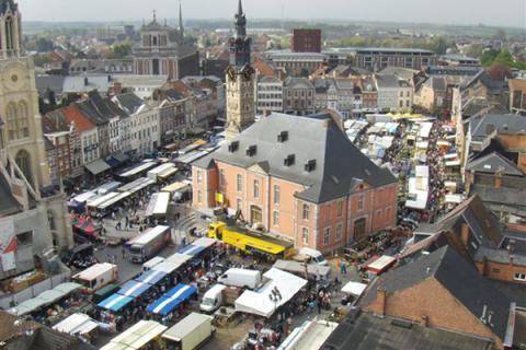 Zaterdagmarkt vanuit de lucht - Foto Filip Moers