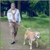 Ludwig wandelt met hond.